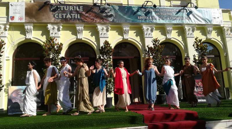 parada costume antice miturile cetatii