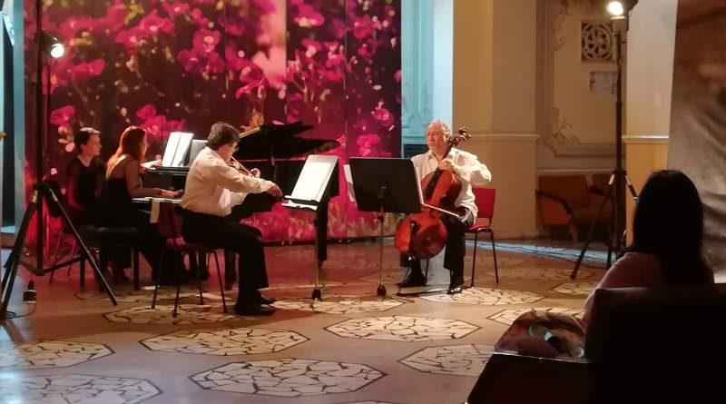 pianista andreea bratuvioloncelistul ghiorghita tanase violonistul vahtang parulava