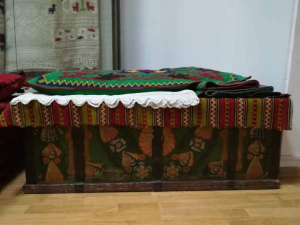 gopodaria traditionala din Dobrogea lada de zestre