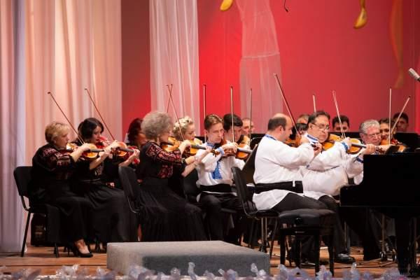 un centenar de muzica romaneasca teatrul oleg danovski