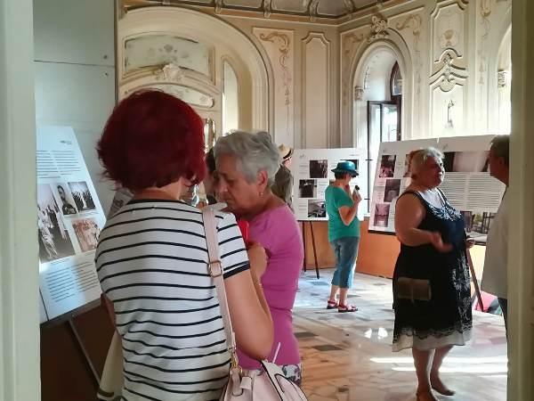 expozitie palatul reginei info sud est hotel intim