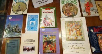 Datini de Craciun si Anul Nou expozitie carte biblioteca judeteana constanta