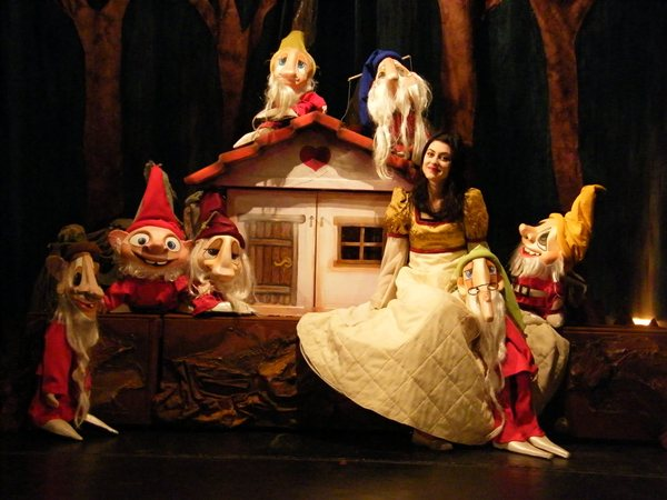 alba ca zapada teatrul pentru copii si tineret constanta